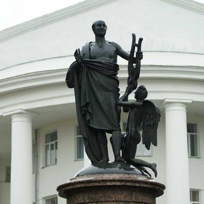 Памятник Ломоносову у САФУ (Мартос)